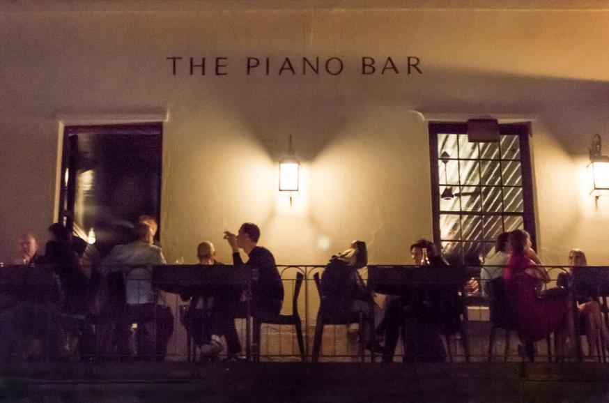 Piano main